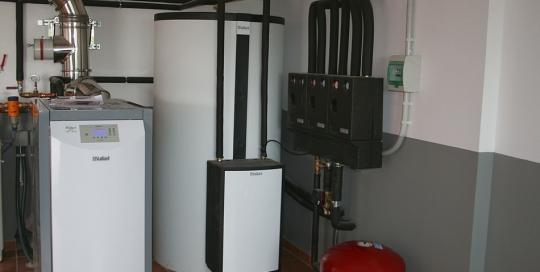 Sistema de calefacción y ACS con instalación de caldera de pellet y suelo radiante