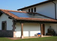 Instalación de calefacción y ACS con paneles solares térmicos y fogón con paila