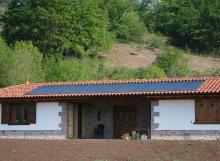 Calefacción con paneles solares térmicos, fogón con paila y suelo radiante